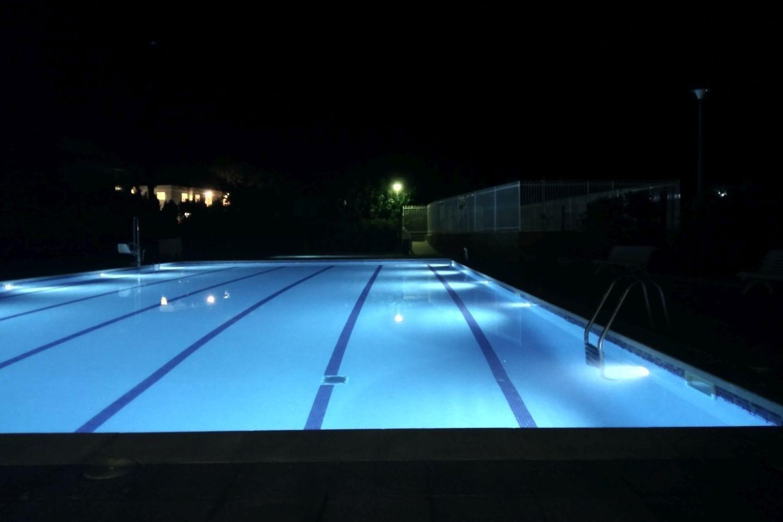 piscina-foto-nocturna-camping-kims_001