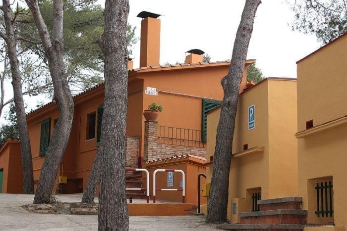 villas-llafranc-calella-palafrugell_camping-kims_villa-marieta-exterior_700x467