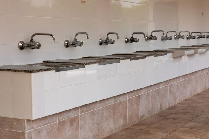 Reform of the sanitary block of the pool - Washing - Sinks